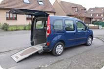 M. Cid a acheté un Renault Kangoo aménagé handicap d'occasion à l'agence Handynamic de Lyon